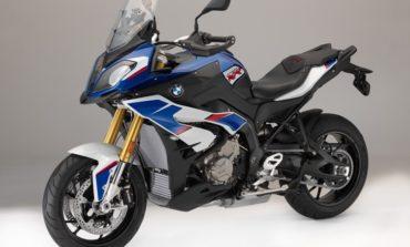 """Conheça a versão """"tricolor"""" da BMW S 1000 XR"""