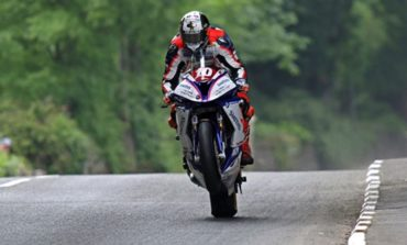 Peter Hickman vence a RL360º Superstock TT